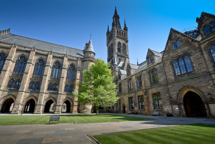 Glasgow University Campus is located right next to the Hillhead neighbourhood.